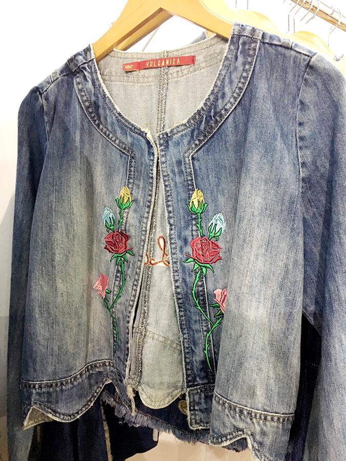 Jeanswear repleto de detalhes e efeitos used na Fenin Fashion